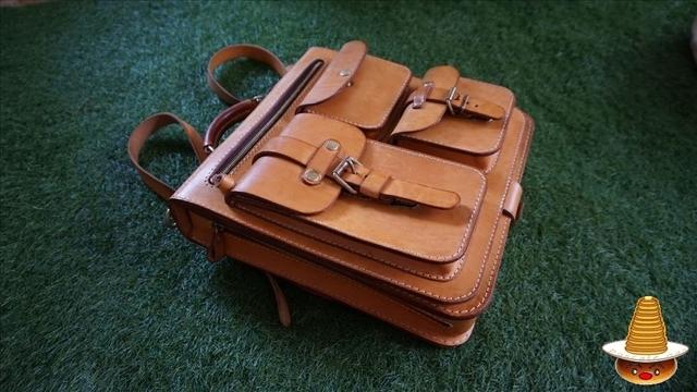 ノートパソコンをお洒落に持ち運ぶ♪HERZ(ヘルツ)の革鞄 パンケーキマン
